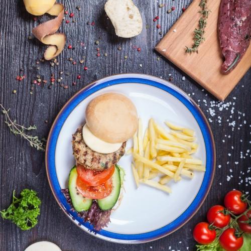 Гамбургер з картоплею фрі