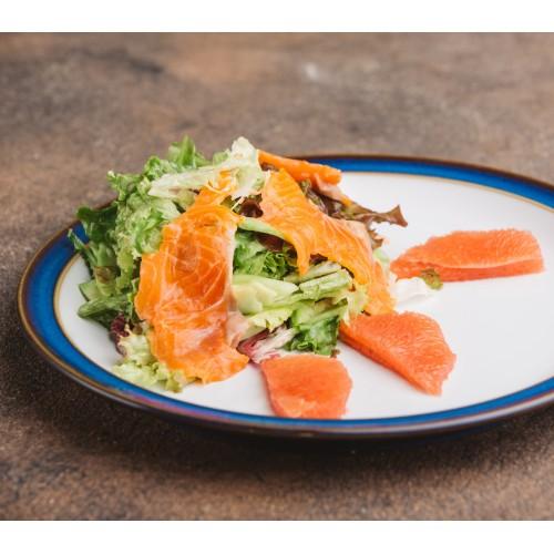 Салат з фореллю та грейпфрутом